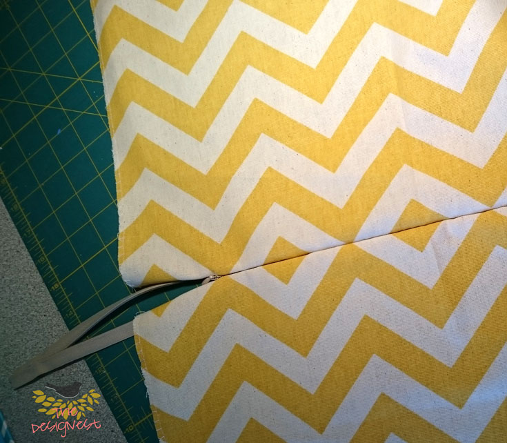 Using invisible zipper to make a removable throw pillow cover