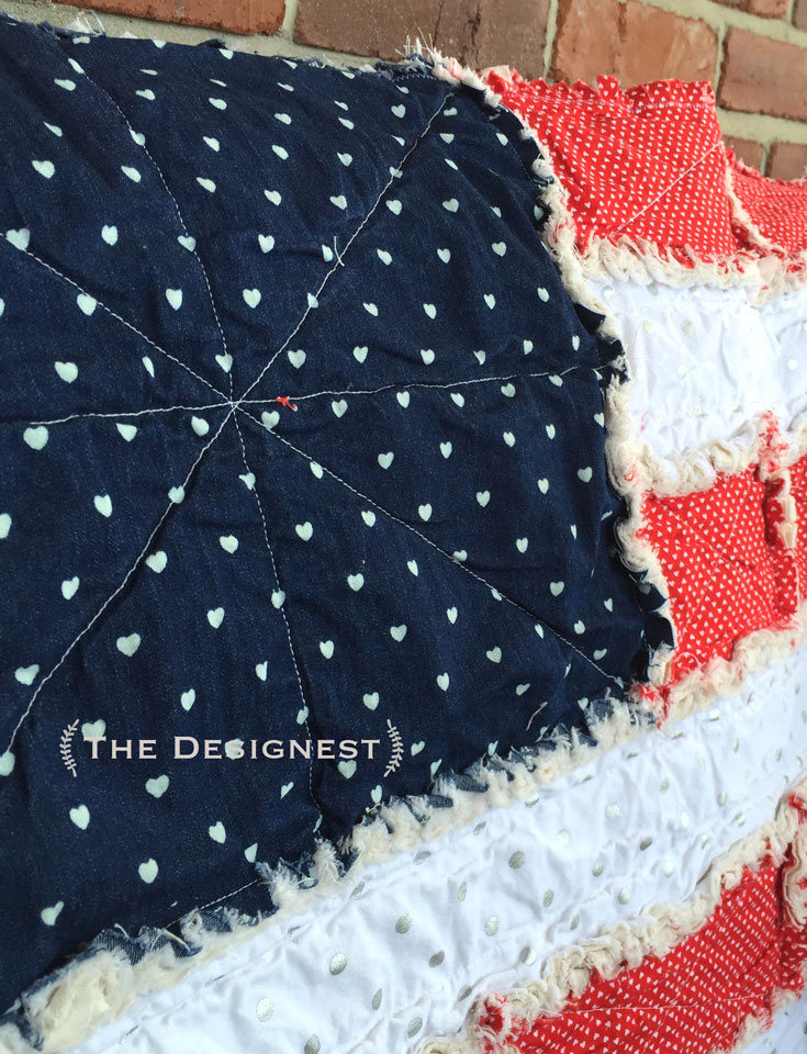 Make a mini flag rag quilt for the 4th of July! #flag #quilt #july4th
