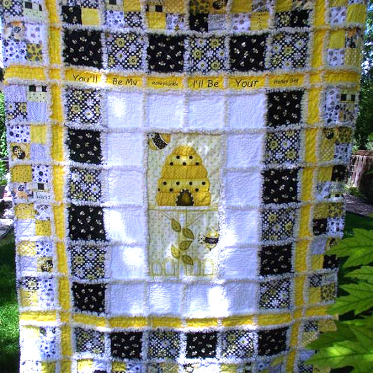 Some nice twists to this rag quilt by Peggy Ritter who sells her quilts in her easy shop called ArrivingAngels