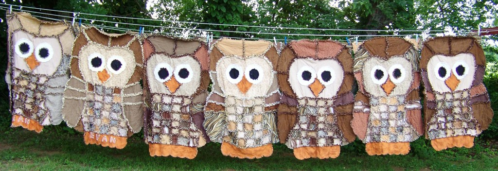 Whooooo doesn't love this guy? An awesome job by MrsCQuilts! Find this one and more rag quilt ideas on the round up post at TheDesignest.com