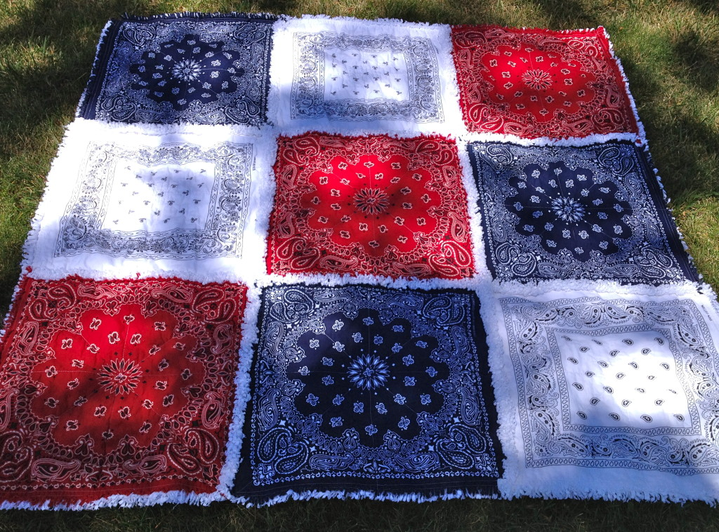 Who's ready for a picnic on this fabulous hankie rag quilt? From ZeedleBeez easy shop. You can see other rag quilt ideas on the round up post at TheDesignest.com