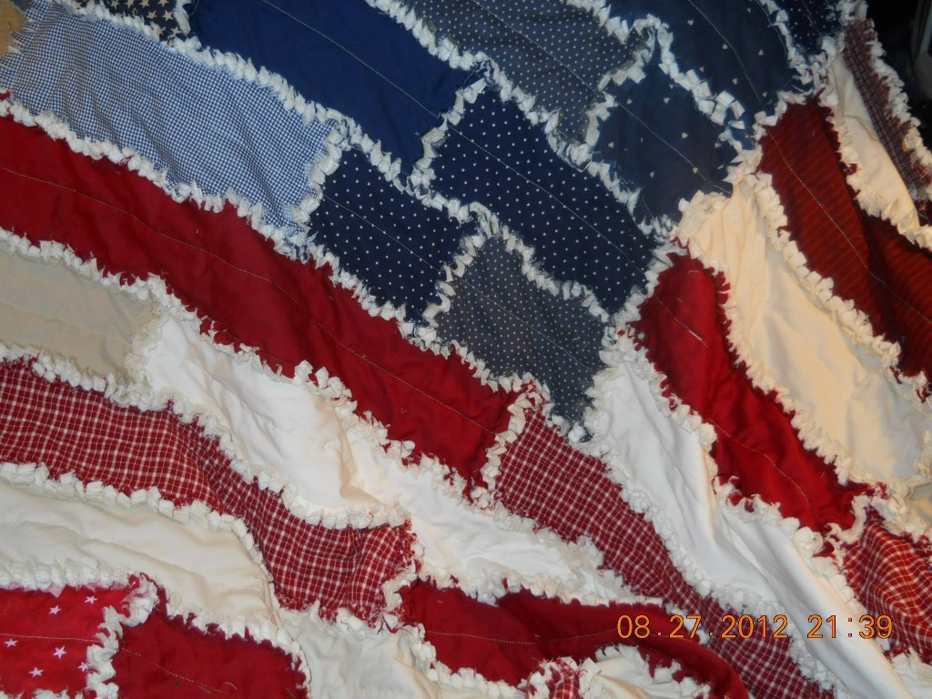 More rag quilt pattern photos & ideas in the round up!