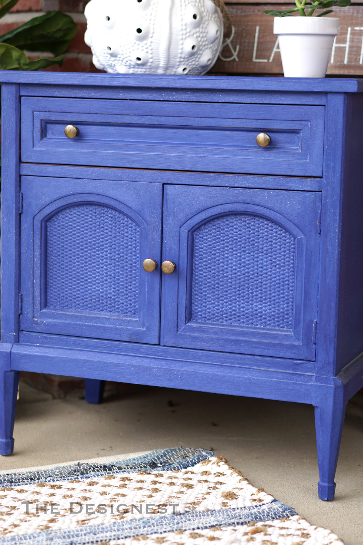 Think mini painted dressers ;) This nightstand wanted a makeover too.